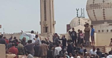 فيديو وصور.. صلاة الجنازة ودفن جثمان البطل محمد الحوفى شهيد الواجب