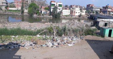 قارئ يشكو تراكم القمامة ومخلفات البناء بمدخل قرية دميرة الجديدة فى الدقهلية