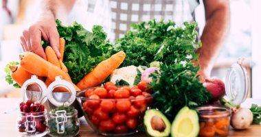 خبراء التغذية يضعون نظاما غذائيا صحيا لمكافحة كورونا
