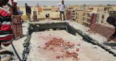 جهاز 6 أكتوبر يزيل مخالفة بناء بالمدينة وإحالة المخالفين للنيابة العسكرية ..فيديو