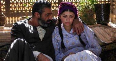 """أحمد زاهر يدعم ابنته ليلي بعد عرض أولى حلقات """"الفتوة"""": أبهرتيني ..."""