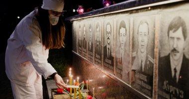 """أوكرانيا تحيى ذكرى كارثة مفاعل""""تشرنوبل""""النووى بـ""""الشموع والورود والكمامات"""""""