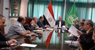 محافظ القليوبية يعقد إجتماعا لدفع أعمال تطوير ممشى كورنيش النيل ببنها