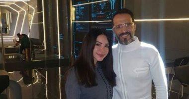"""يوسف الشريف مع زوجته إنجي علاء بصورة جديدة من كواليس تصوير """" النهاية """""""