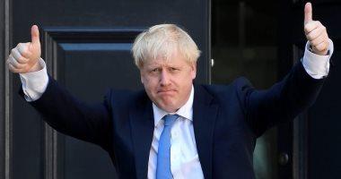 رئيس وزراء بريطانيا يرفض دعوات لإقالة مستشاره كامينجز لسفره أثناء العزل