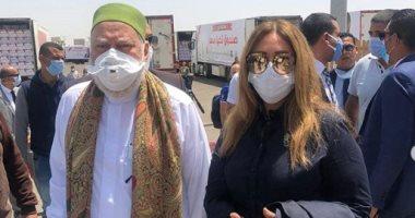 ليلى علوى تشارك فى قافلة الخير بالتعاون مع صندوق تحيا مصر لمساعدة 150 ألف أسرة
