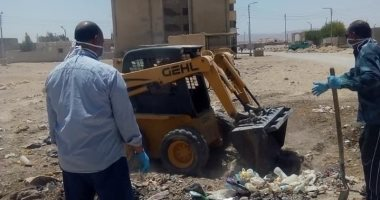 تنفيذ حملة نظافة ورفع للرمال بشوارع مدينة الحسنة بوسط سيناء ..صور