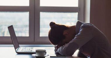 الأطباء يحاولون فك شفرة مرض شبيه بمتلازمة التعب المزمن يصيب المتعافين من كورونا.. انتكاسة وضعف وضباب الدماغ عند بذل أى مجهود قد تستمر لسنوات.. والإرهاق قد يكون بسبب جلطات أو التهاب أحدثه كوفيد 19