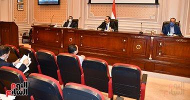 أعضاء لجنة النقل بالبرلمان يقفون دقيقة حدادا على أرواح شهداء بئر العبد