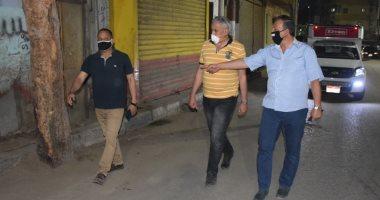 صور.. سكرتير محافظة الأقصر يقود جولة لمتابعة حملات النظافة والتجميل ليلا