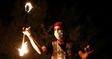 بالنار والموسيقى.. مؤدون يضفون البهجة على رمضان في القدس..صور