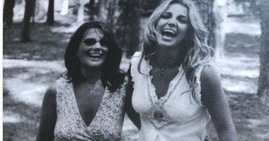 بريتني سبيرز تحتفل بعيد ميلاد والدتها.. وتعلق: تشاركنا أفضل الضحكات