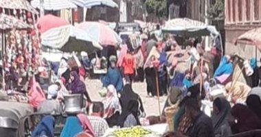 زحام بسوق بقرية مرصفا بنها ومطالب بالحد من التجمعات للوقاية من كورونا