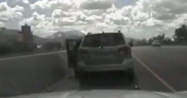 شاهد.. طفل عمره 5 سنوات يقود سيارة على طريق سريع فى أمريكا