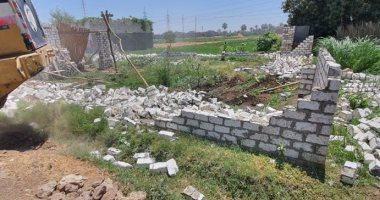 إزالة 7 حالات تعد على الأراضى الزراعية بمركز سوهاج