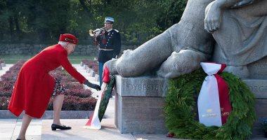 الملكة مارجريت الثانية والملك فيليب يحيان ذكرى انتصار الحرب العالمية الثانية
