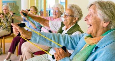 كيف تتعامل شركات التأمين مع الاقتصاد الفضى للمسنين؟