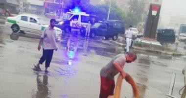 مدير أمن الوادى الجديد يتابع أعمال شفط مياه الأمطار من شوارع الخارجة.. وفيديو وصور