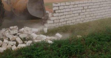 إزالة 40 حالات تعدي على الأراضي الزراعية ورفع 25 طن مخالفات بسوهاج