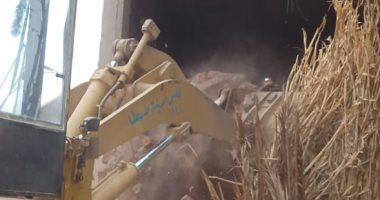 إزالة التعديات على الأراضى الزراعية بقرى طهطا شمال سوهاج.. صور