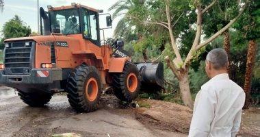 مدينة البياضية ترفع آثار الطقس السئ بعد سقوط 20 شجرة على الطرق