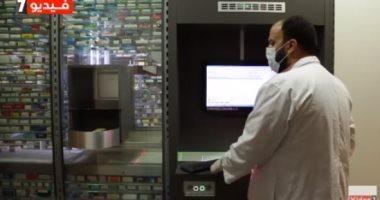 يوم مع أول روبوت يعمل في صيدلية مصرية.. بيواجه كورونا ويوفر الوقت