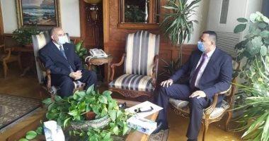 وزير الرى يبحث مع محافظ الدقهلية سبل إزالة التعديات على النيل بالمحافظة