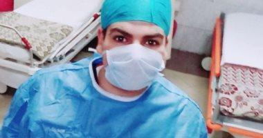 """الجيش الأبيض.. """"رزق"""" ممرض بمستشفى عزل المدينة الجامعية بطنطا فى مواجهة كورونا"""