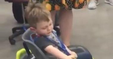 """التكنولوجيا فى خدمة الإنسانية.. باحثون يطورون """"كرسى روبوتى"""" لمساعدة طفل"""