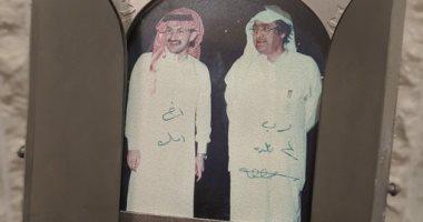 صورة نادرة وعبارة أخوية للشيخ صالح كامل والوليد بن طلال