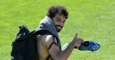 """محمد صلاح ينشر صور من عودته لتدريبات ليفربول.. والجمهور: """"النجيله بتزغرط """""""