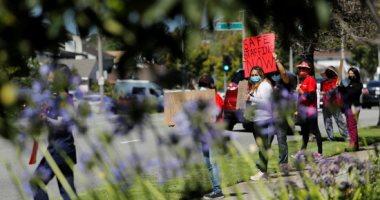 ممرضات كاليفورنيا يتظاهرن احتجاجا على نقص الأقنعة وملابس الوقاية