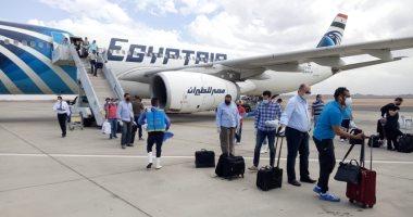 وصول 8 رحلات طيران تقل  1420 عاملا مصريا من العالقين فى الكويت اليوم