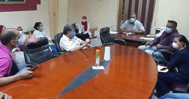 مدير مستشفى الأقصر العام يعقد اجتماعا لبدء تنفيذ فحص حالات الاشتباه بكورونا
