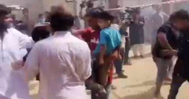 إنقاذ أطفال من موقع تحطم الطائرة الباكستانية فى كراتشى.. فيديو