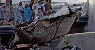 تحطم طائرة على متنها 107 ركاب فوق حى شعبى مكتظ بالسكان فى باكستان