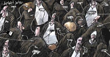 كاريكاتير صحيفة سعودية.. التواصل الاجتماعى أصبح الكترونيا فقط بسبب كورونا