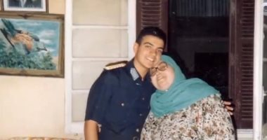 أم البطل.. صور نادرة للشهيد أحمد منسى صغيرا مع والدته