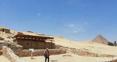 """اكتشافات القرن الـ 20.. سقوط سائحة من فوق جوادها يكشف """" مقابر بناة الأهرام"""""""