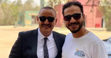 بيتر ميمي بجوار أحمد السقا فى كواليس مسلسل الاختيار.. صورة
