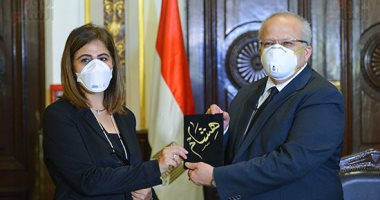 الرئيس يمسح دموع أسر شهداء الجيش الأبيض ضحايا فيروس كورونا