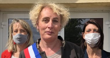 صور.. لأول مرة تعيين متحولة جنسيا عمدة قرية بشمال فرنسا