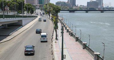 المرور ترفع السيارات بكورنيش النيل تطبيقا لقرار منع الانتظار خلال أيام العيد