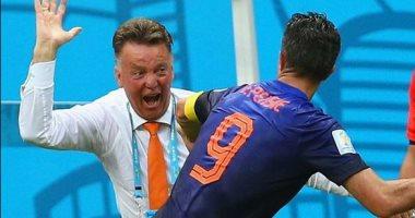 قصة تاريخية.: حين صفع فان جال فان بيرسى في كأس العالم 2014