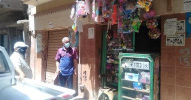 صور.. غلق وتشميع 7محلات تجارية لمخالفتها قرار الحظر بالمحلة