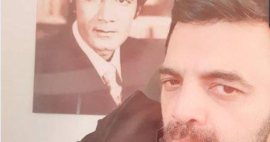 عمرو محمود ياسين: أبويا وحشنى قوى تعالوا ندعيله دعوة حلوة