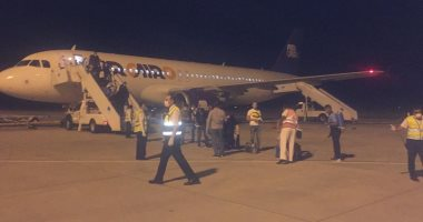 صور.. رحلة استثنائية تقل 153 من العالقين بعمان تصل مطار مرسى علم