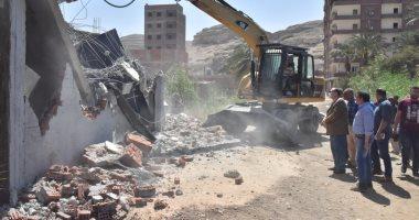 محافظ أسيوط: تنفيذ 25 حالة إزالة مخالفات بناء وتعديات على الأراضى فى 24 ساعة -