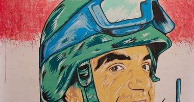 """فيديو.. طالب بجامعة أسيوط يرسم لوحة فنية تجسد """"المنسى"""" على جدران أحد شوارع القوصية"""