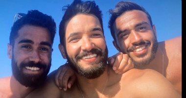 صالح جمعة ينشر صورة جديدة بصحبة كهربا من الإجازة الساحلية